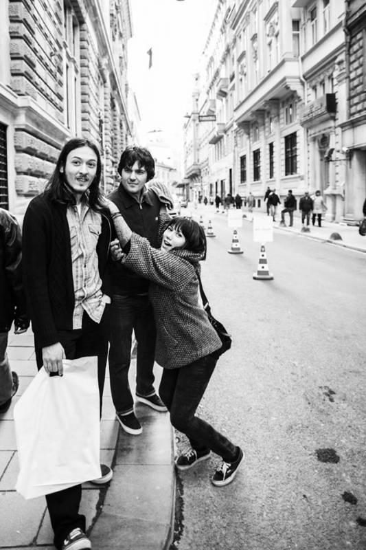 """Grubun Bankalar Caddesi'ndeki """"Beatles gibi çek panpa"""" fotoğrafı :)"""